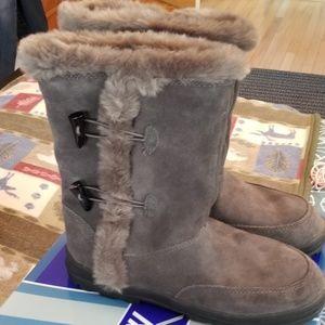 White Mountain Shoes - White Mountain grey suede boots